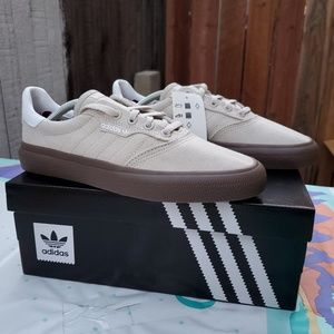 New adidas unisex shoes 5men/7women